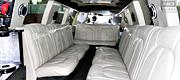Baltas išskirtinis 18 vietų limuzino salonas