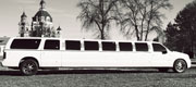 Baltas vestuvinis Mercedes limuzinas