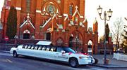 Lincoln limuzino nuoma. Prie bažnyčios.