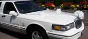 Baltas papuoštas limuzinas nuomai