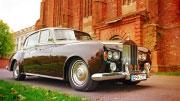 Didelis ir brangus Rolls Royce limuzinas