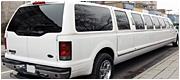 Ilgas, didelis ir baltas vestuvių limuzinas