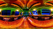Paragaukite virtualios realybės kokteilio limuzino viduje.