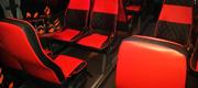 Ryškus raudonas limobuso salonas