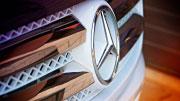 Mercedes Benz baltas partybusas.