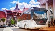 Baltas tviskantis autobusas vestuvėms ir sužadėtuvėms.