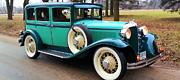 Tikras retro stiliaus vestuvinis automobilis