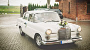 Romantiškas klasikinis MB W110 modelio autmobiliukas