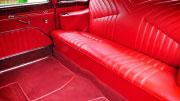 Nuomojamas Juoda Čaika su raudonu salonu.