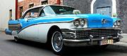 Žydros spalvos įspūdingo retro automobilio nuoma