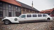 Baltas retro limuzinas Vilniuje