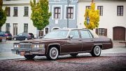 Senovinis klasikinis Amerikietiškas automobilis Cadillac DeVille.
