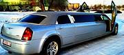 Išskirtinis sidabrinis Chrysler limuzinas