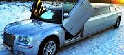 Sidabrinis Chrysler limuzinas nuomojamas vestuvėms