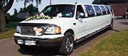 Papuoštas vestuvėms limuzinas
