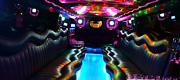 Įvairiaspalvis apšvietimas limuzino salone