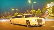 Į naktinį klubą su Chrysler limuzinu.