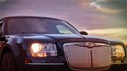 Gražiai papuoštas juodas Chrysler