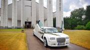Vilniuje vestuvinis baltas chrysler