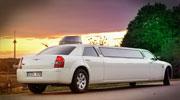 Šampaninis Chrysler vakariniame Vilniuje