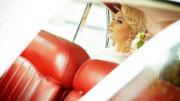 Vestuvių fotosesija retro automobilis
