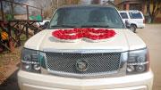Vestuvėms papuoštas limuzinas