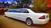 Vilniuje baltas Mercedes vestuvių automobilis